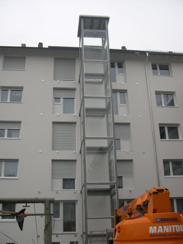 Anfertigen und montieren eines Aufzugsschacht mit Verglasung in Konstanz