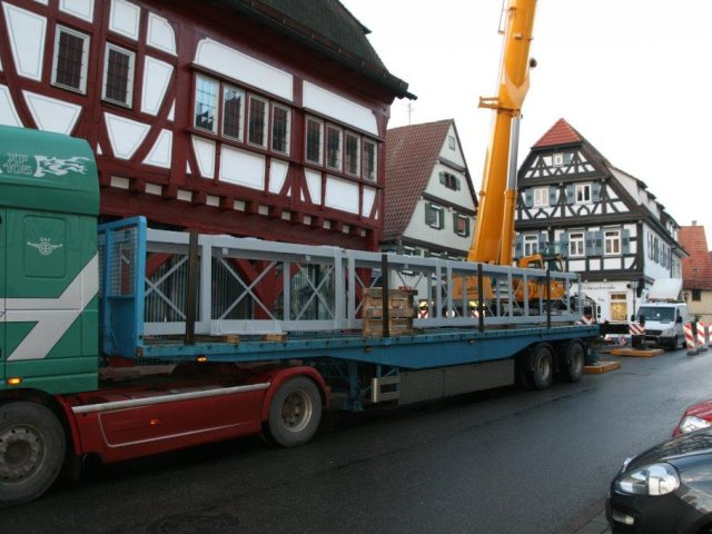 Montage eines Aufzugsschacht mit 17,00 Meter Höhe im Hotel Ochsenpost Tiefenbronn