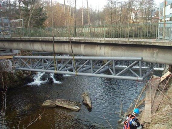 Verstärkung einer Betonbrücke aus Stahlrundrohr in Baiersbronn