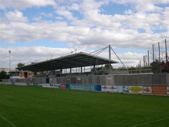 Fußballstadion Überdachung in Schwieberdingen bei Ludwigsburg mit Sandwichdach