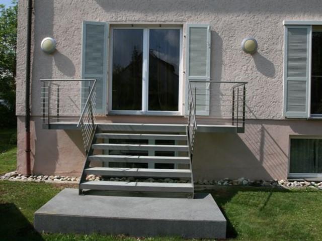 Garteneingang mit Glastrittstufen in Stuttgart