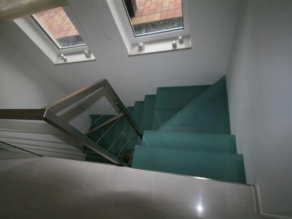Treppen Innenbereich, Glastreppe Wohnhaus