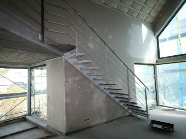 Einbau einer Kragtreppe mit Geländer in Kappelrodeck