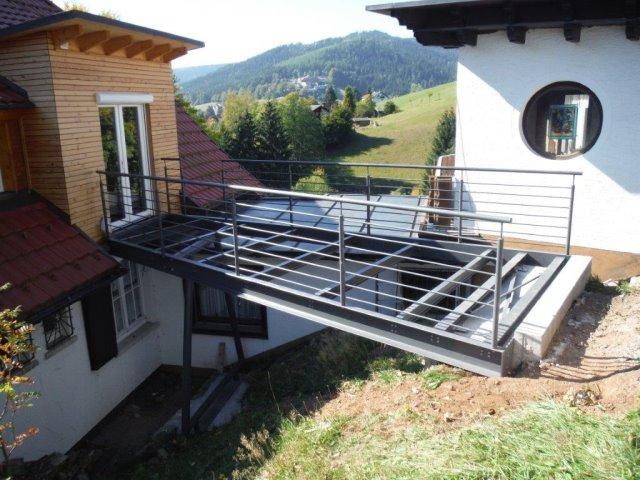 Hauseingang als Stahlbrücke in Baiersbronn