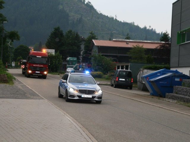Transport einer Fußgängerbrücke 20 Tonnen Gewicht