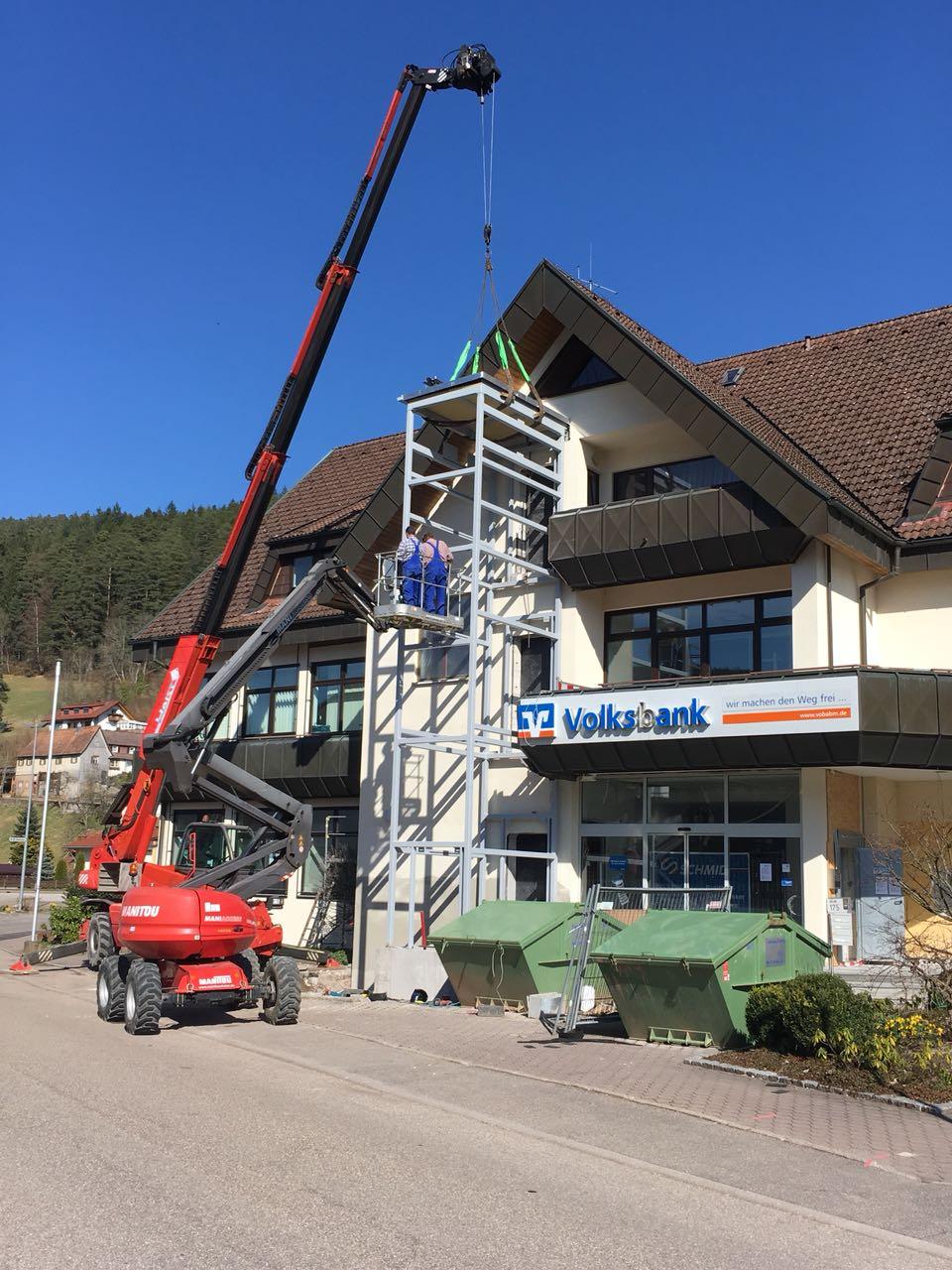Aufzugsturm bei der Volksbank in Klosterreichenbach