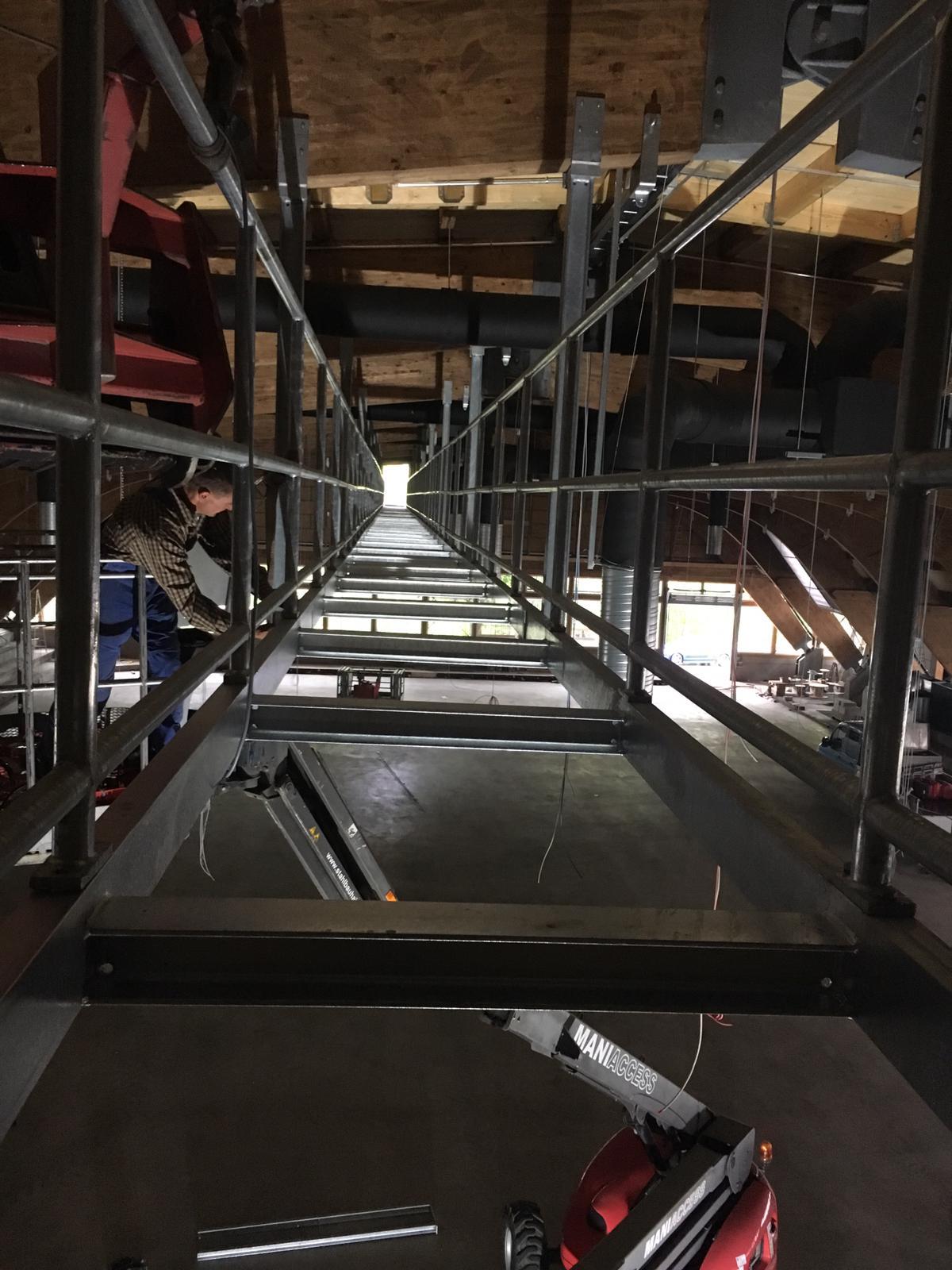 Umbau der Eislaufhalle in Baiersbronn mit einem Stahllaufsteg in 8 Metern Höhe