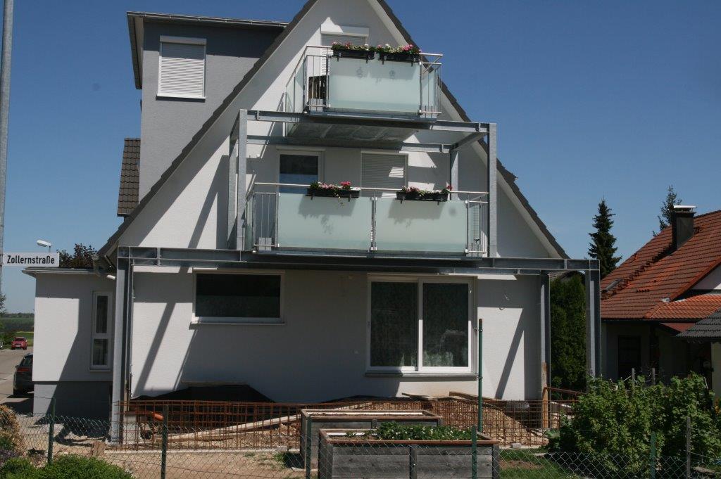 Aufbau einer modernen und zeitgemäßen Balkonanlage in Oberiflingen