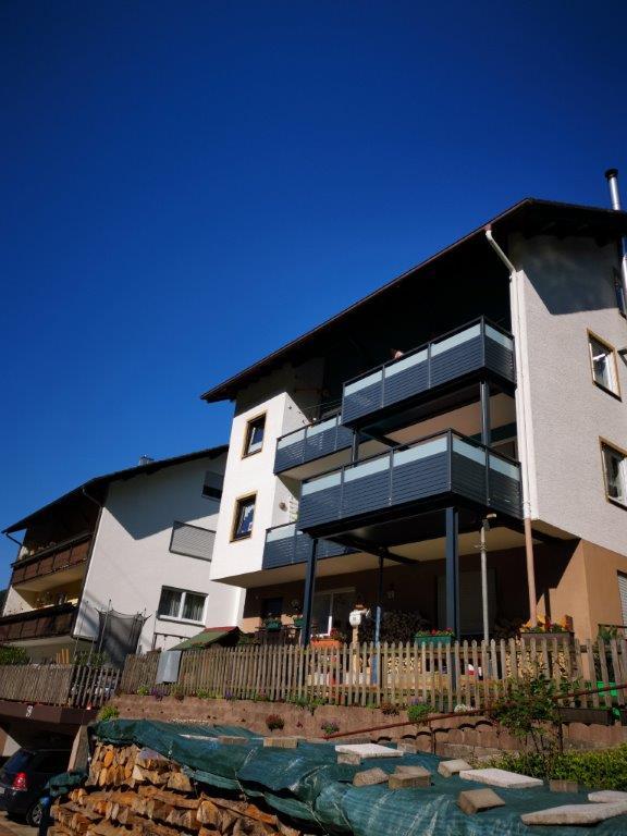 Balkonanbau mit Aluminium-Geländer Stahlbau Haist