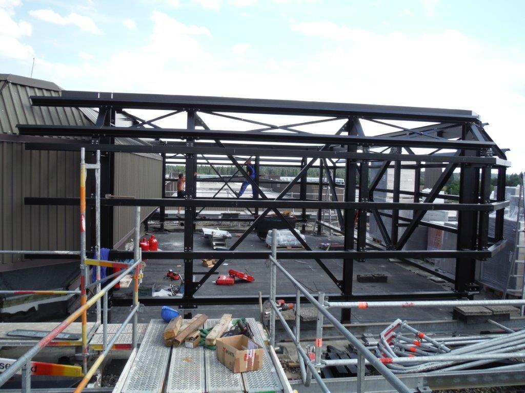 Herstellen und Errichten einer Lüfterunterkonstruktion für Klimageräte